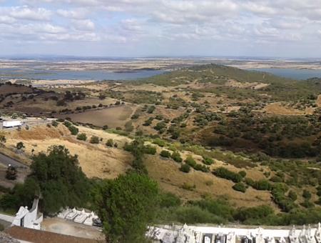 vue de l'alqueva depuis monsaraz