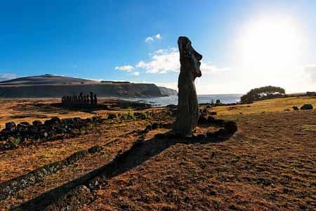 moaïs sur l'île de Pâques