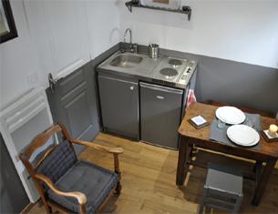 Séjour insolite dans la plus petite maison de France