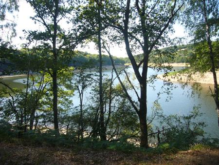 lac de Pannecière dans le Morvan