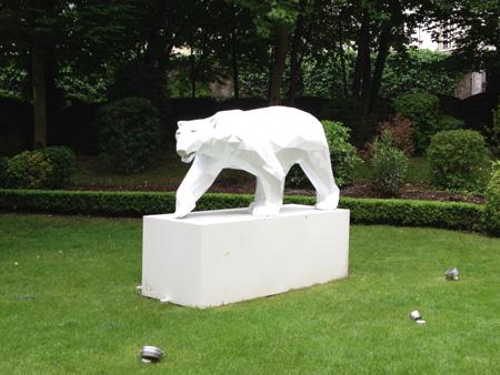 Le Grand Hôtel La Cloche à Dijon, ours marchand