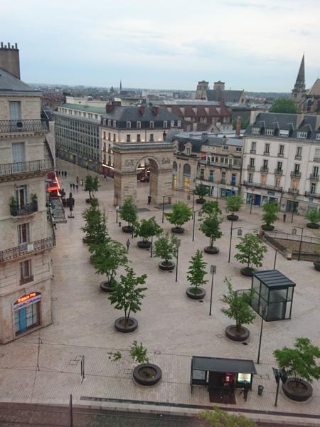 Grand Hôtel La Cloche à Dijon, vue place Darcy