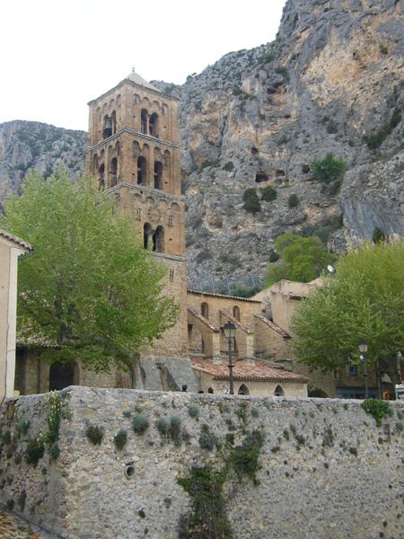 Moustiers-Sainte-Marie aux portes des Gorges du Verdon