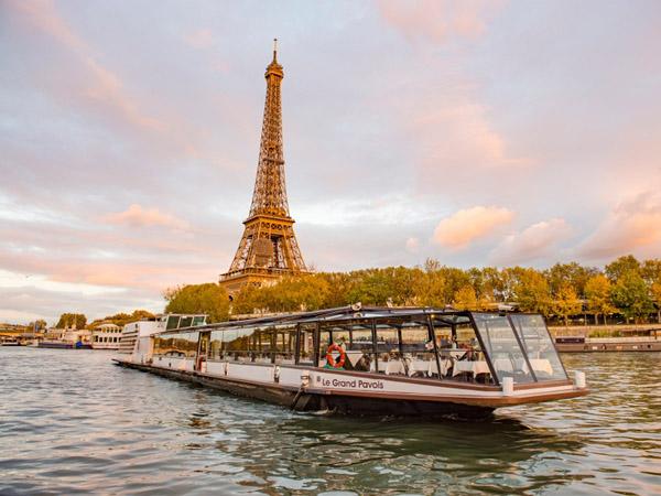 Dîner-croisière sur la Seine avec Marina de Paris